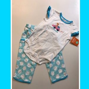 💐Carter's💐NWT Size 18 months Cute & Comfy combo